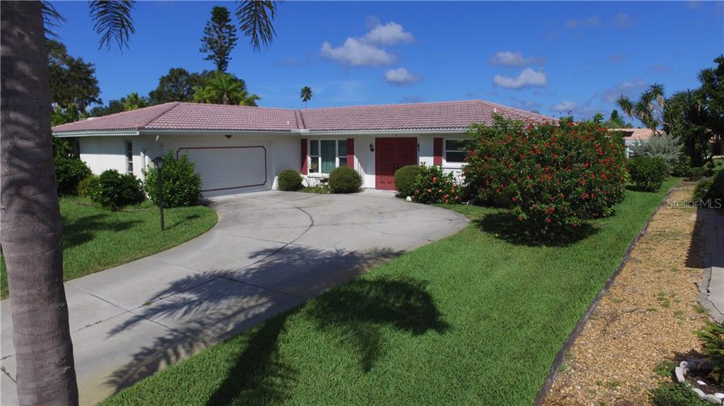 Single Family Home for sale at 7 Old Trail Rd, Englewood, FL 34223 - MLS Number is D6102912
