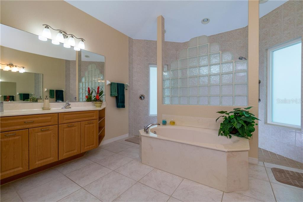 Garden tub is perfect for a relaxing soak! - Single Family Home for sale at 439 Boundary Blvd, Rotonda West, FL 33947 - MLS Number is D6114162