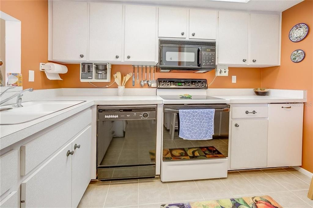 Q&A - Condo for sale at 2612 Clubhouse Dr #203, Sarasota, FL 34232 - MLS Number is T3276507