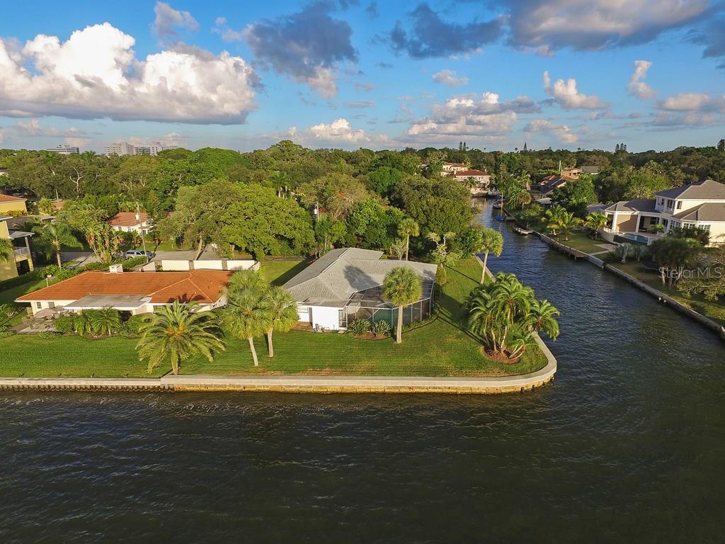 1502 Sandpiper Ln, Sarasota, FL 34239 - photo 3 of 15