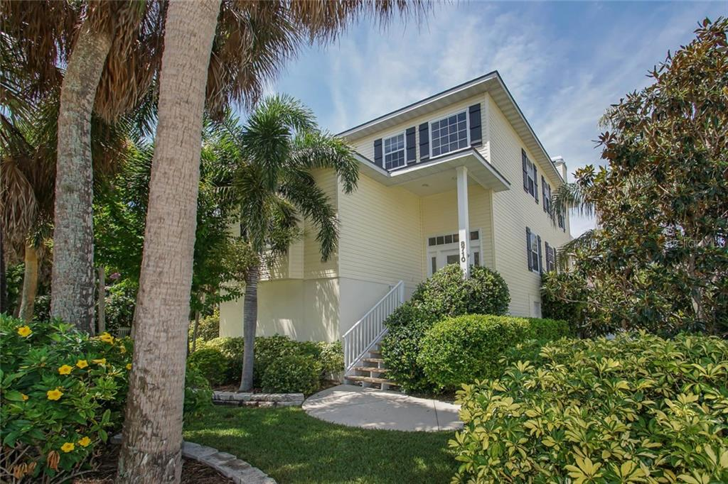 Single Family Home for sale at 8710 Gulf Dr, Anna Maria, FL 34216 - MLS Number is A4160253