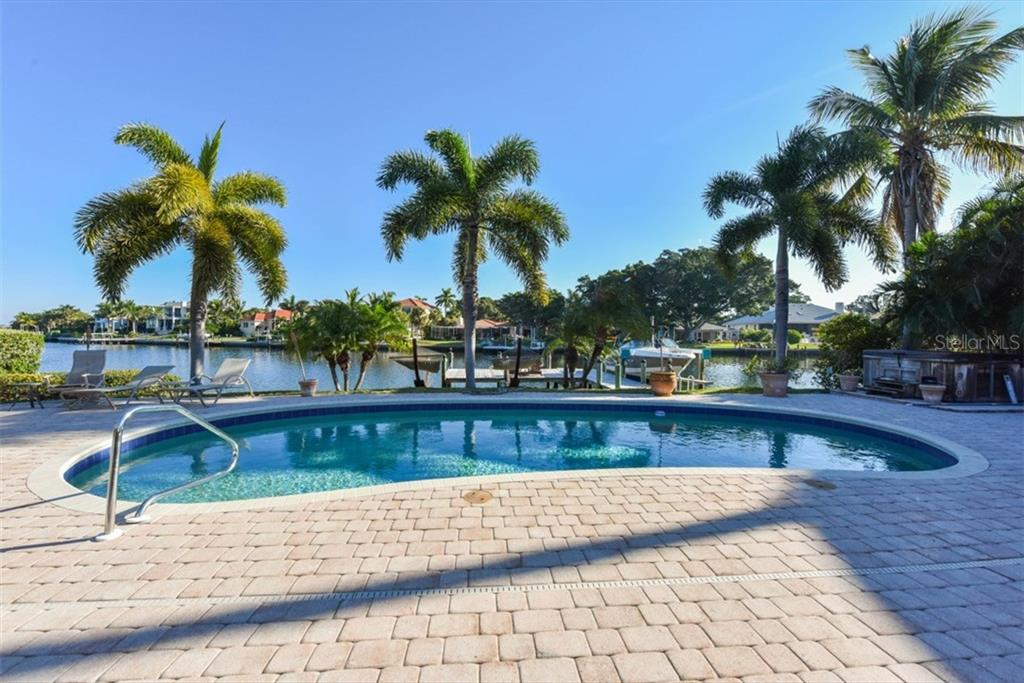 Single Family Home for sale at 208 N Polk Dr, Sarasota, FL 34236 - MLS Number is A4168825
