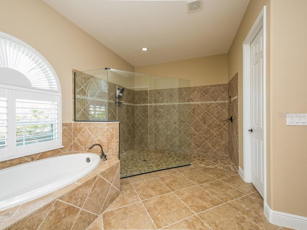 Single Family Home for sale at 6650 Horned Owl Pl, Sarasota, FL 34241 - MLS Number is A4181357