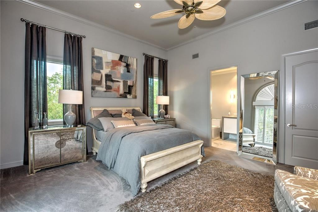 Guest room w/private en-suite. - Single Family Home for sale at 8319 Midnight Pass Rd, Sarasota, FL 34242 - MLS Number is A4184004