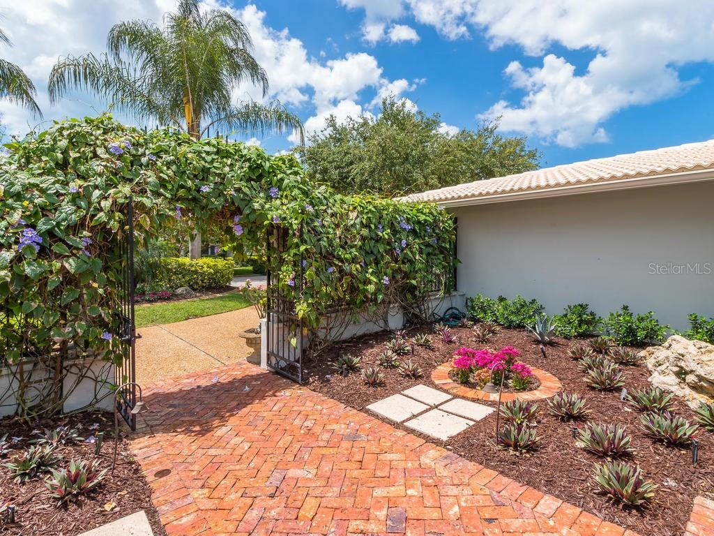 Front garden - Single Family Home for sale at 319 Bob White Way, Sarasota, FL 34236 - MLS Number is A4184394