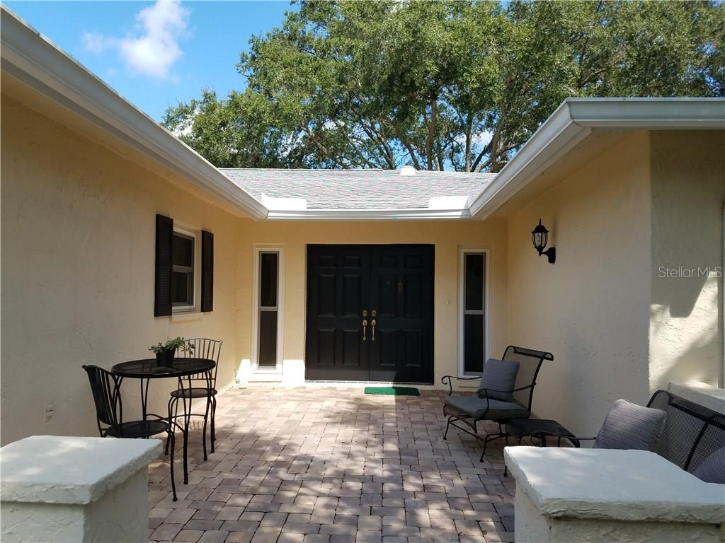 Villa for sale at 6918 W Country Club Dr N, Sarasota, FL 34243 - MLS Number is A4185374