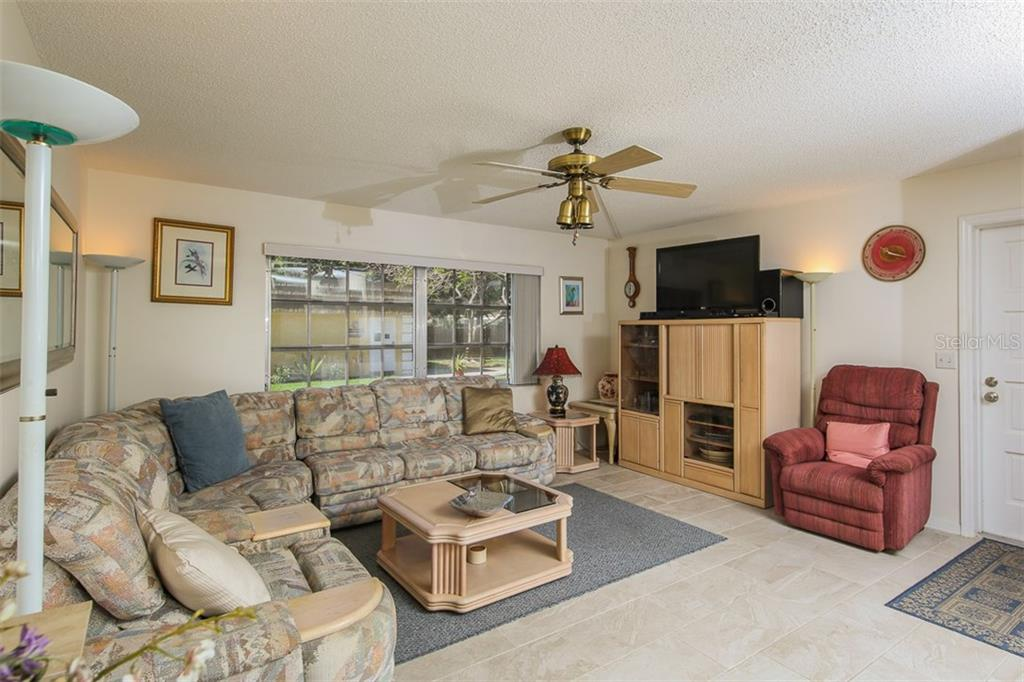 Living room - Condo for sale at 5800 Hollywood Blvd #113, Sarasota, FL 34231 - MLS Number is A4188016
