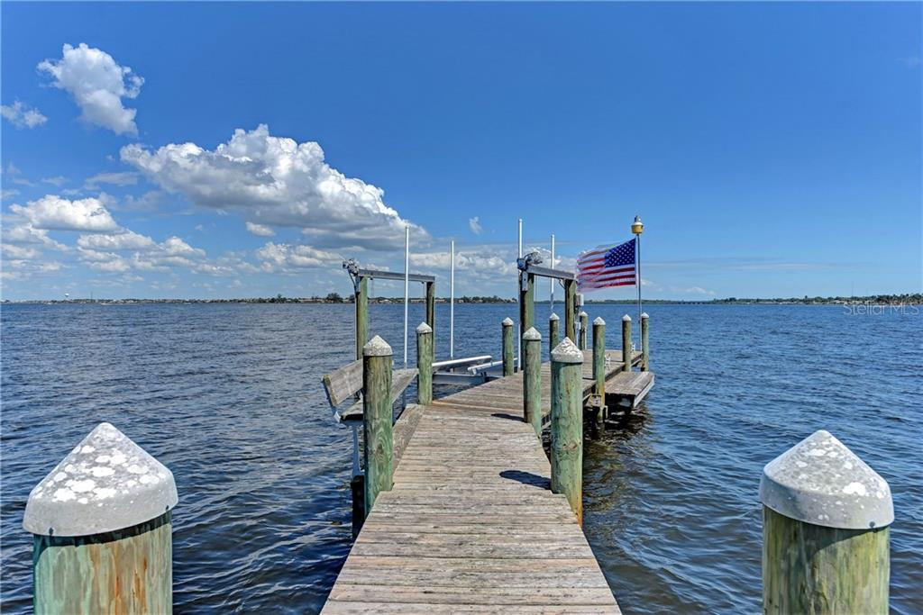 Dock has 30amp power, water, and lift. - Single Family Home for sale at 370 Highland Shores Dr, Ellenton, FL 34222 - MLS Number is A4188456