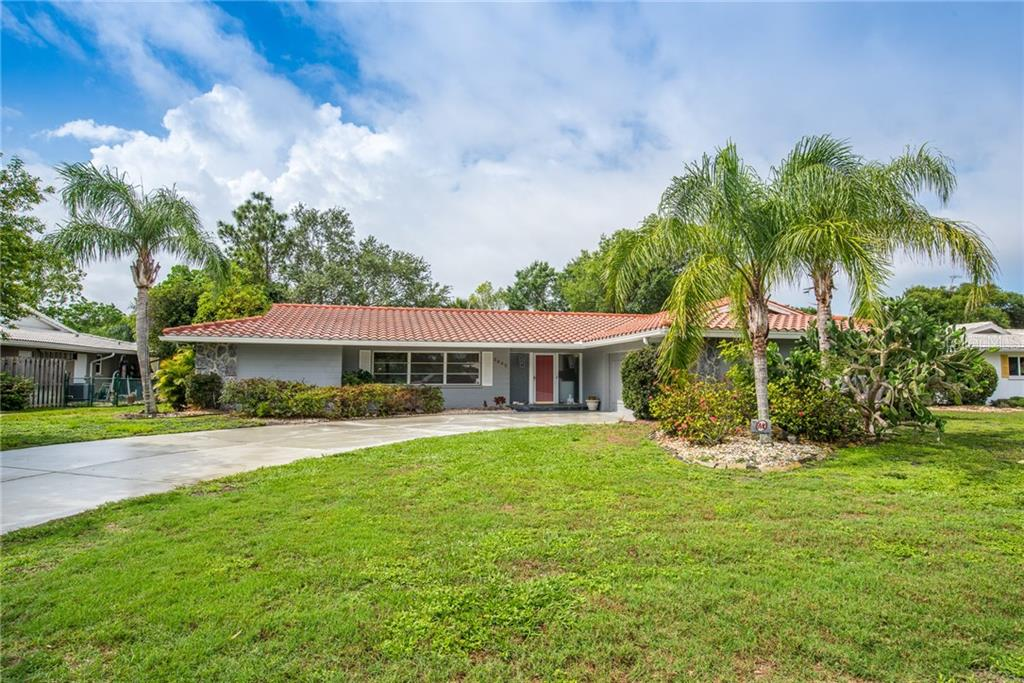 Front view - Single Family Home for sale at 3448 Pine Valley Dr, Sarasota, FL 34239 - MLS Number is A4188545