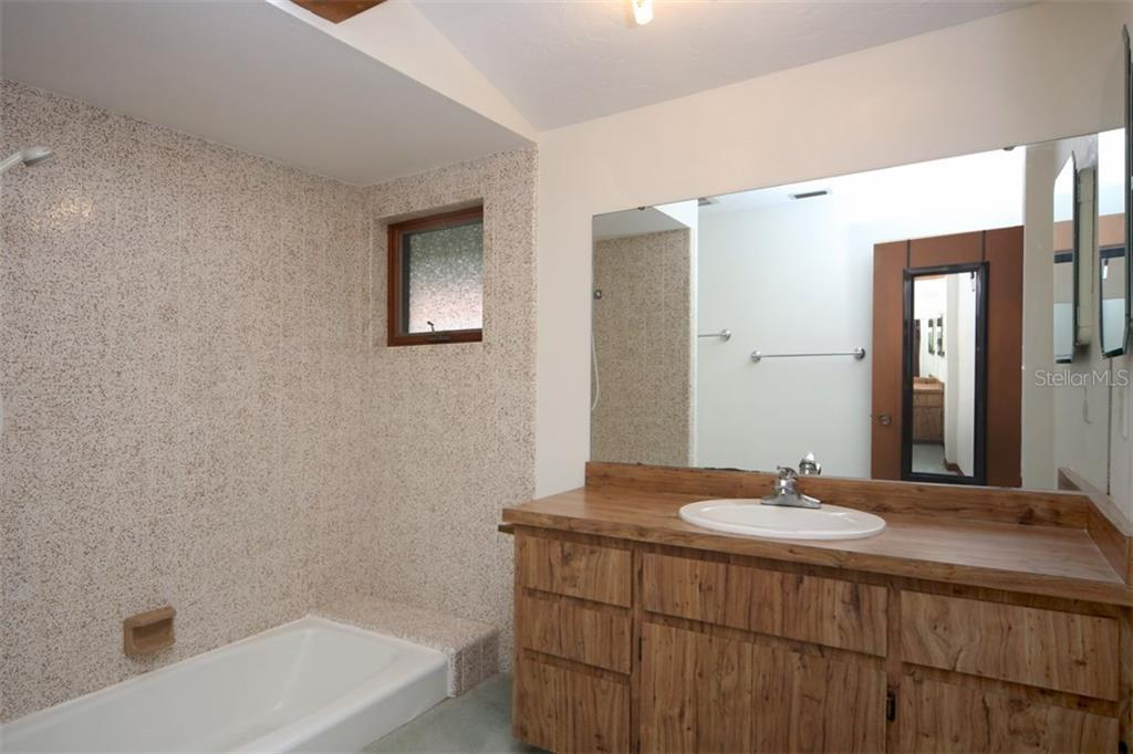 Master Bathroom - Single Family Home for sale at 1602 54th St W, Bradenton, FL 34209 - MLS Number is A4191877