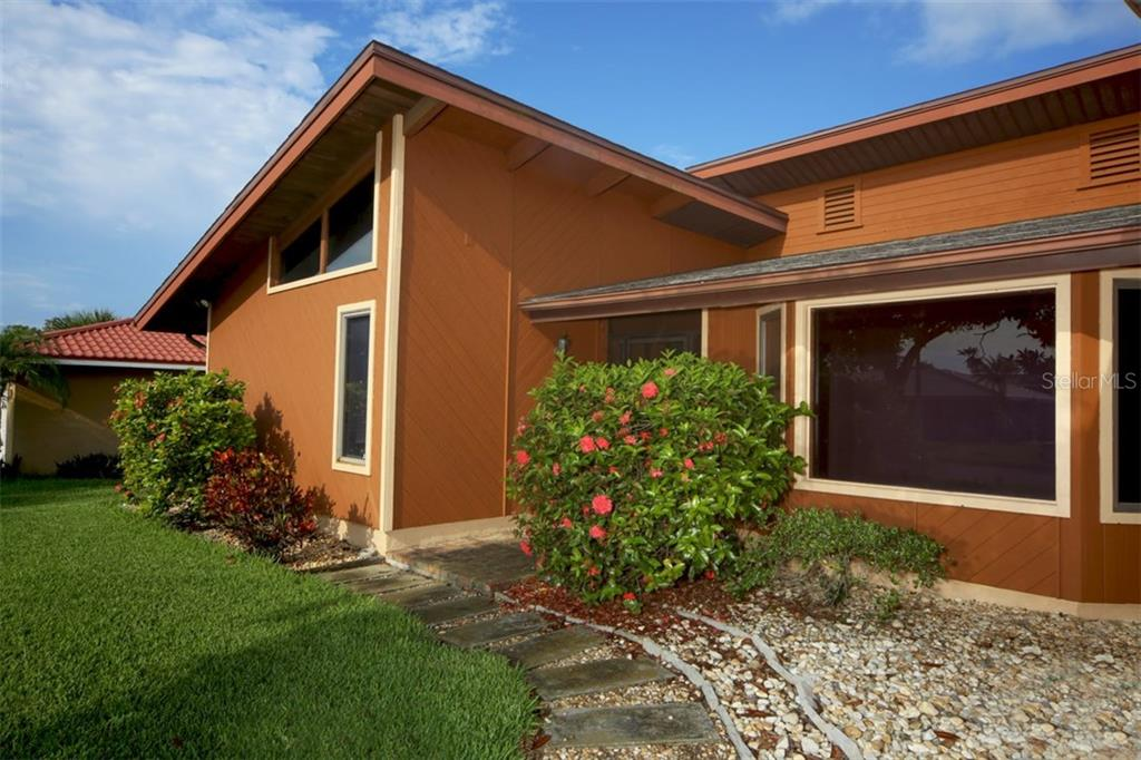 Single Family Home for sale at 1602 54th St W, Bradenton, FL 34209 - MLS Number is A4191877