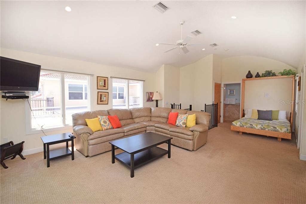 4th floor great room with Murphy bed. - Condo for sale at 439 Beach Rd #e, Sarasota, FL 34242 - MLS Number is A4192797