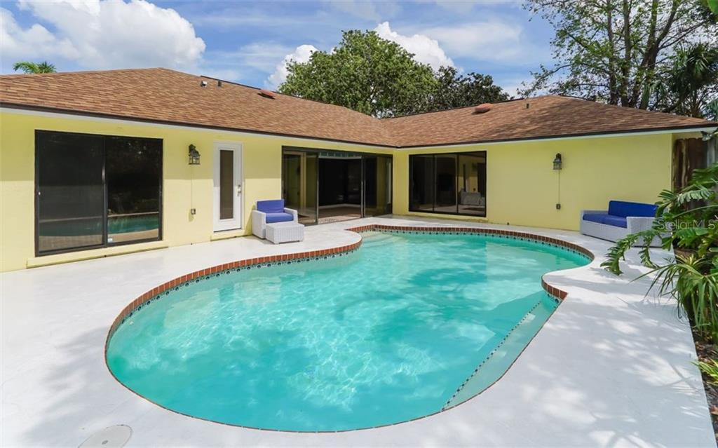 Single Family Home for sale at 8007 11th Ave Nw, Bradenton, FL 34209 - MLS Number is A4192954
