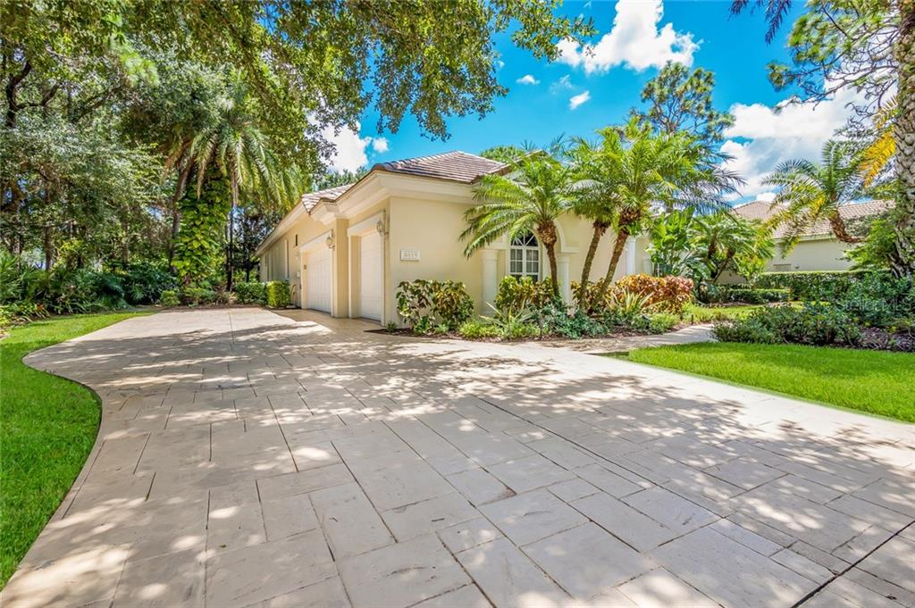 Enjoy a 3 car garage, side entry. - Single Family Home for sale at 8019 Collingwood Ct, University Park, FL 34201 - MLS Number is A4193802