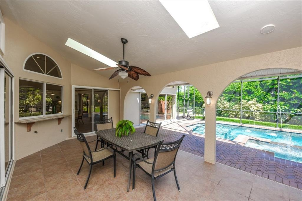 Single Family Home for sale at 4176 Escondito Cir, Sarasota, FL 34238 - MLS Number is A4194358