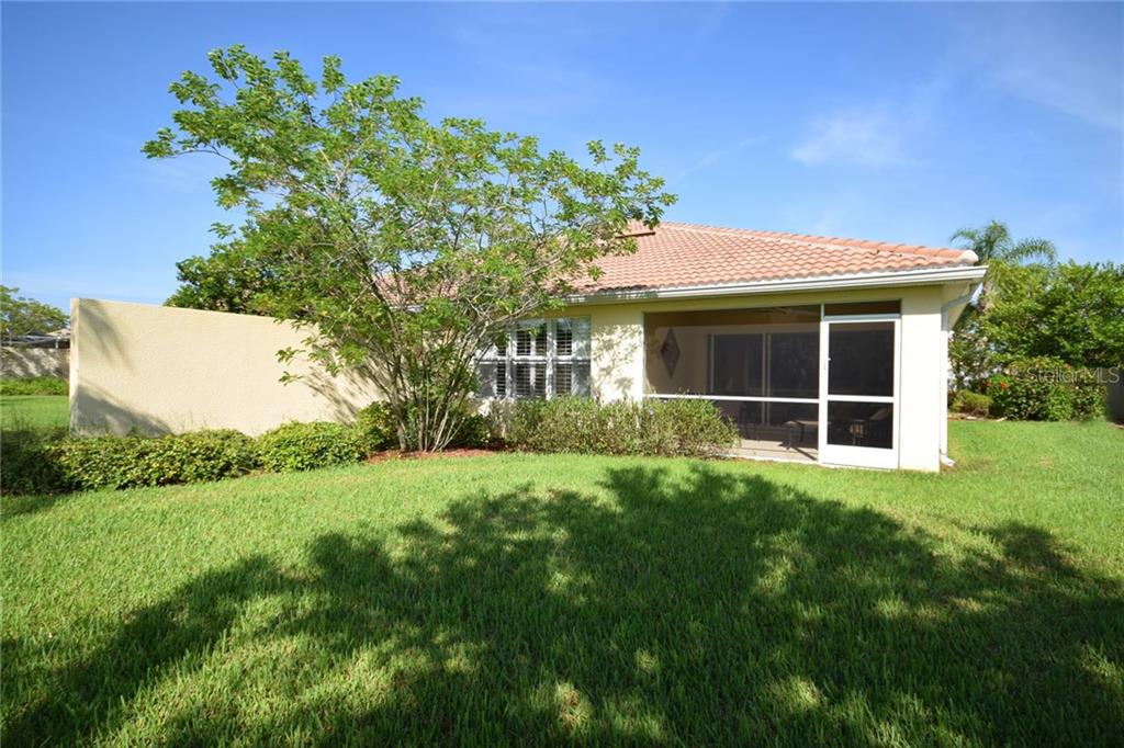 Privacy wall separates you from your neighbors - Villa for sale at 2127 Burgos Dr, Sarasota, FL 34238 - MLS Number is A4195921