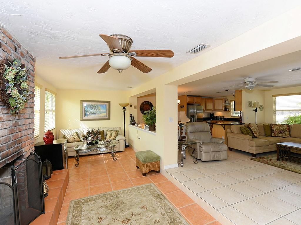 Kitchen and dining area - Single Family Home for sale at 726 Jungle Queen Way, Longboat Key, FL 34228 - MLS Number is A4196293