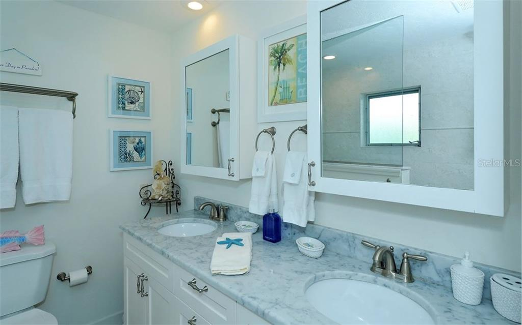 Master bathroom - Condo for sale at 6308 Midnight Pass Rd #4, Sarasota, FL 34242 - MLS Number is A4198360