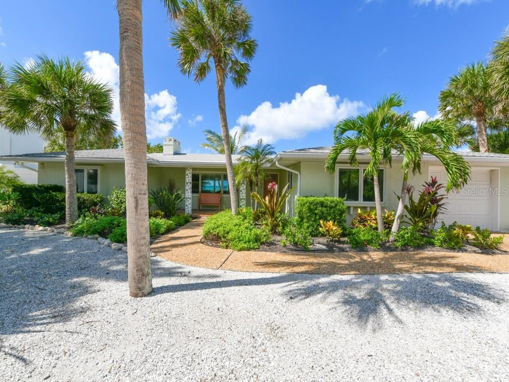 A True Original Florida Beach House - Single Family Home for sale at 418 N Casey Key Rd, Osprey, FL 34229 - MLS Number is A4198549