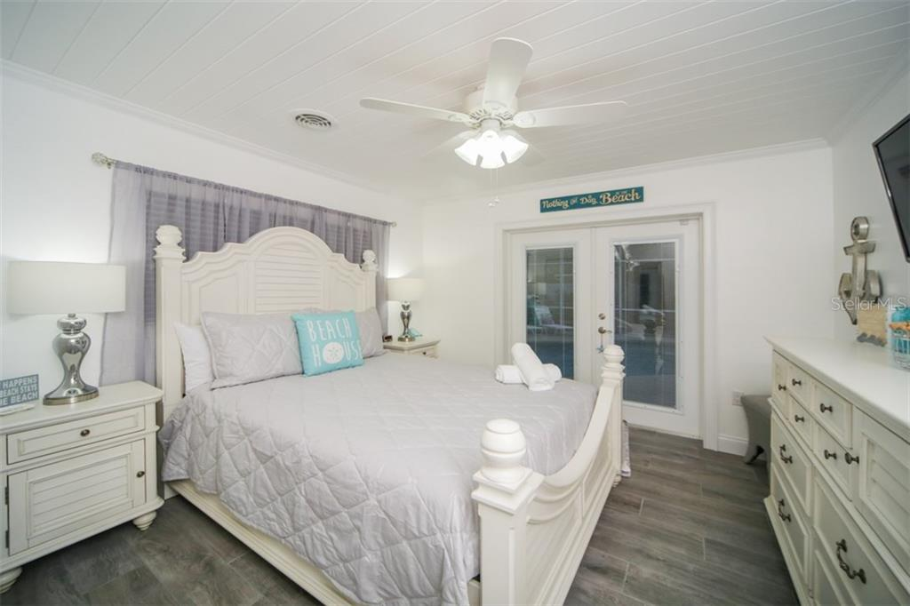 Master with ensuite bathroom - Single Family Home for sale at 213 70th St, Holmes Beach, FL 34217 - MLS Number is A4202171