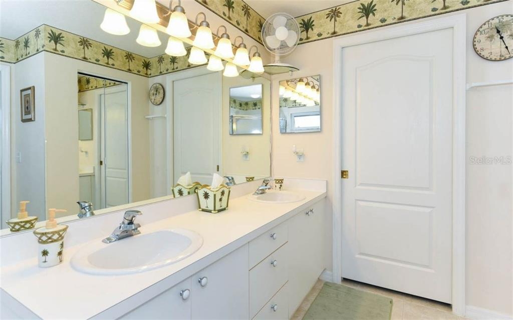 Master Bath with Dual Sinks, Garden Tub, Walk in Shower and Linen Closet Make Getting Ready a Breeze! - Condo for sale at 5280 Hyland Hills Ave #1814, Sarasota, FL 34241 - MLS Number is A4202373