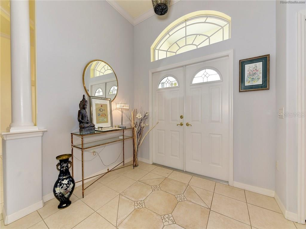 Single Family Home for sale at 4907 Old Tree Pl, Sarasota, FL 34233 - MLS Number is A4205913