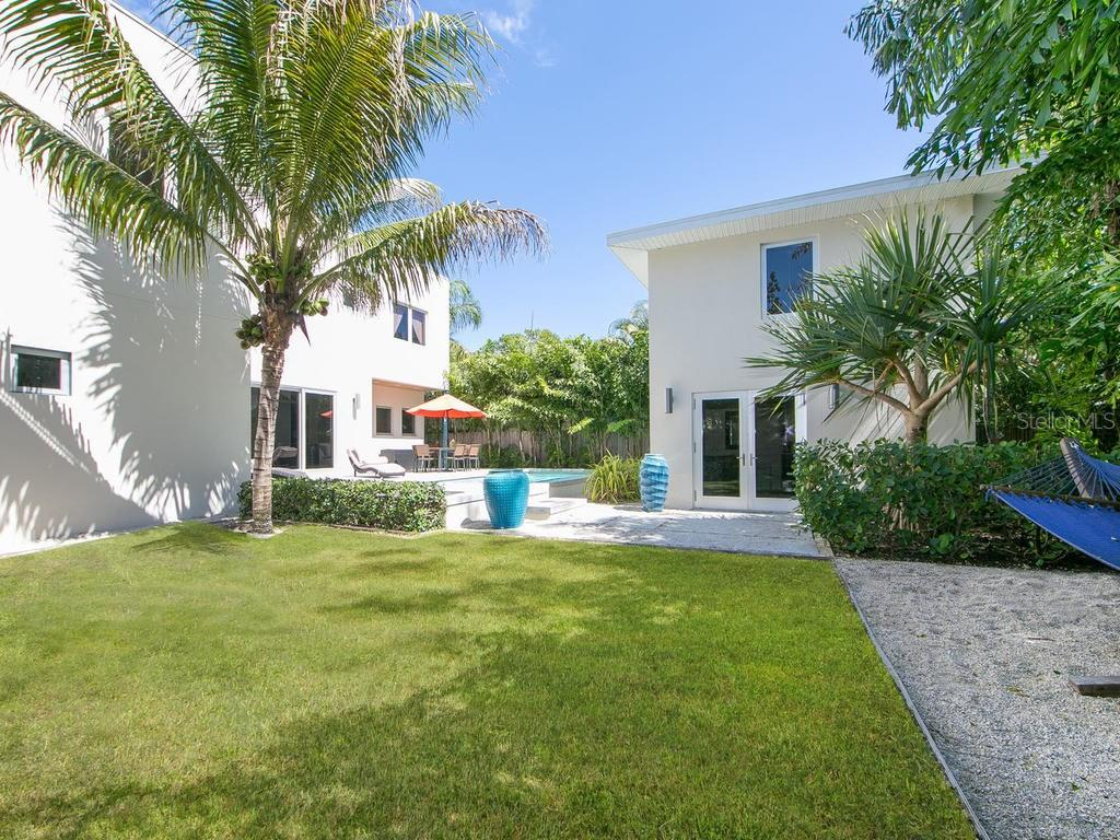 Single Family Home for sale at 1924 Bougainvillea St, Sarasota, FL 34239 - MLS Number is A4211939