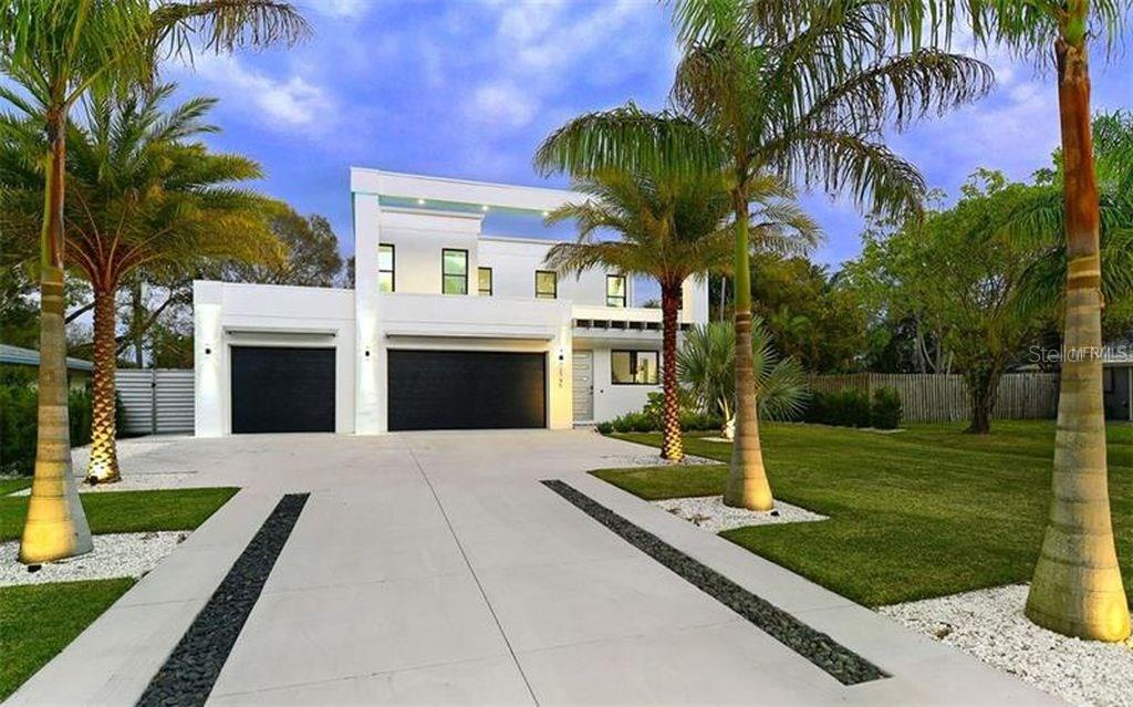 Single Family Home for sale at 2745 S East Ave, Sarasota, FL 34239 - MLS Number is A4211951