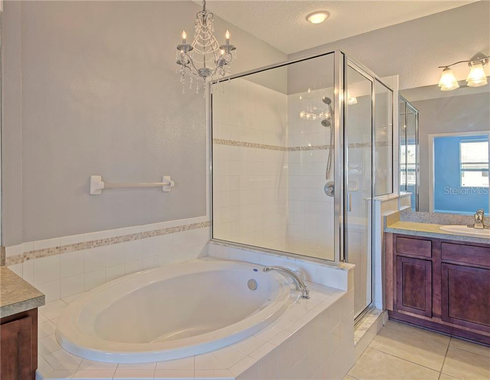 Master bath with large garden tub - Condo for sale at 5360 Mang Pl #1405, Sarasota, FL 34238 - MLS Number is A4212314