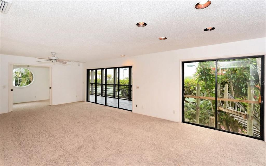 Living room looking onto the screened porch - Condo for sale at 3440 Gulf Of Mexico Dr #8, Longboat Key, FL 34228 - MLS Number is A4214047
