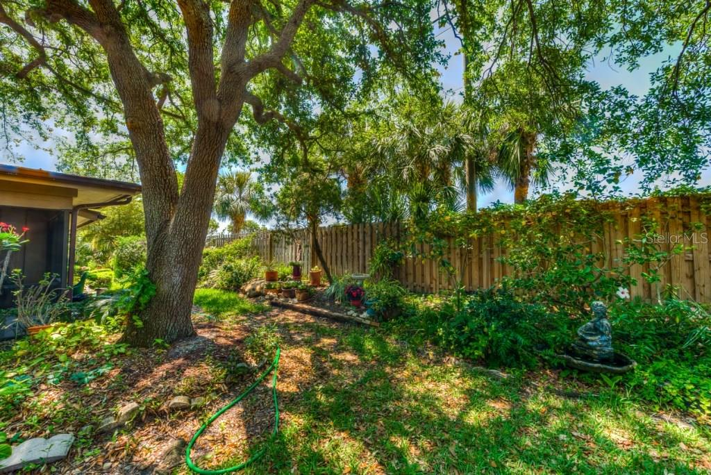 Single Family Home for sale at 1404 Willow Oak Cir, Bradenton, FL 34209 - MLS Number is A4215397
