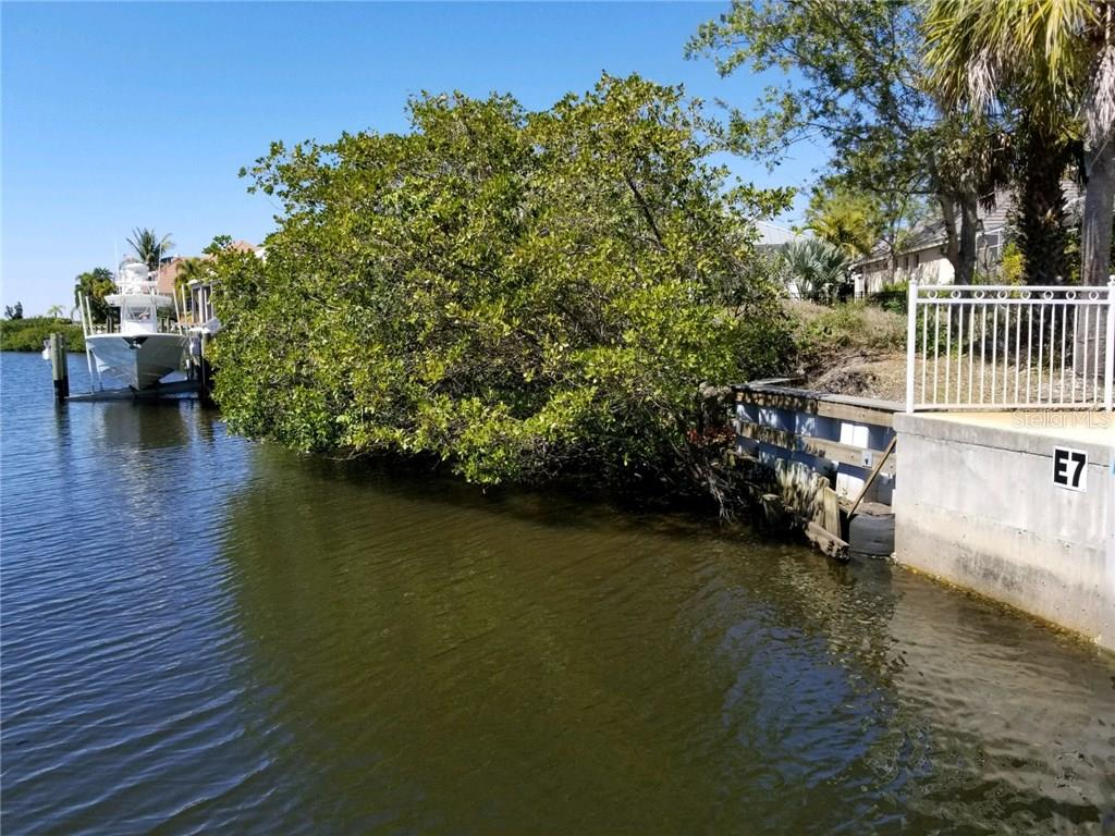 Single Family Home for sale at 4710 Mainsail Dr, Bradenton, FL 34208 - MLS Number is A4215889