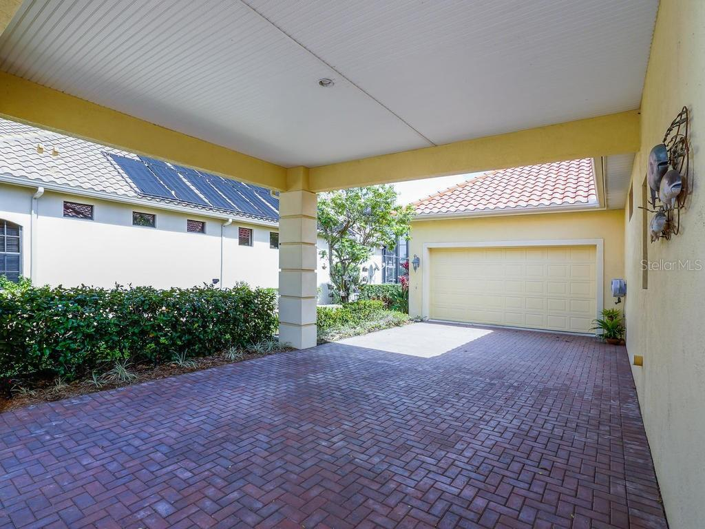 Single Family Home for sale at 4738 Mainsail Dr, Bradenton, FL 34208 - MLS Number is A4400310