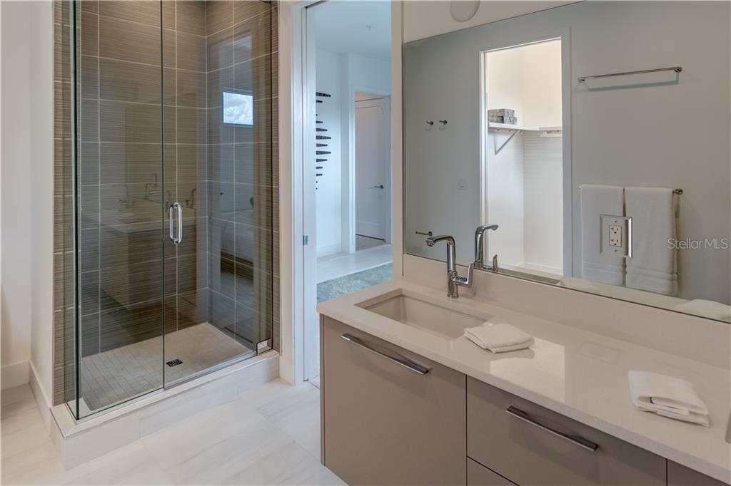 Master Bath - Townhouse for sale at 632 S Rawls Ave, Sarasota, FL 34236 - MLS Number is A4404361
