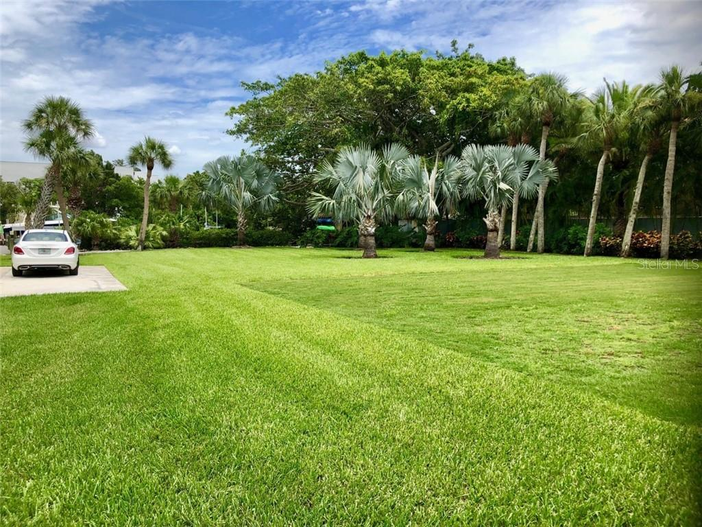 Large yard, can be spit to buildable lot on water - Single Family Home for sale at 3431 Edmondson Ct, Sarasota, FL 34242 - MLS Number is A4407105