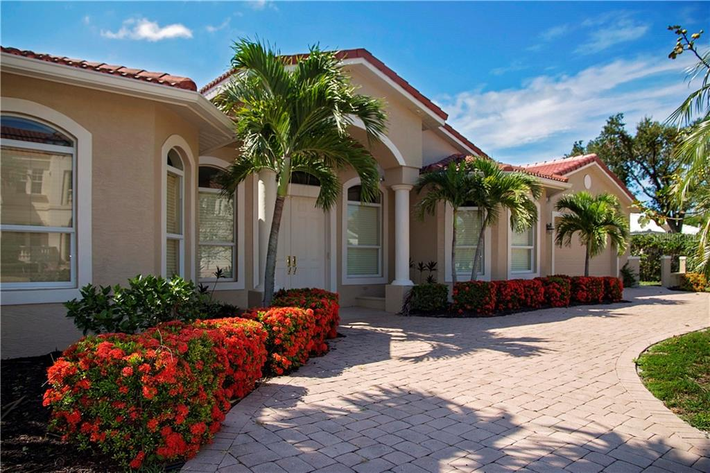 Single Family Home for sale at 530 Yardarm Ln, Longboat Key, FL 34228 - MLS Number is A4407591