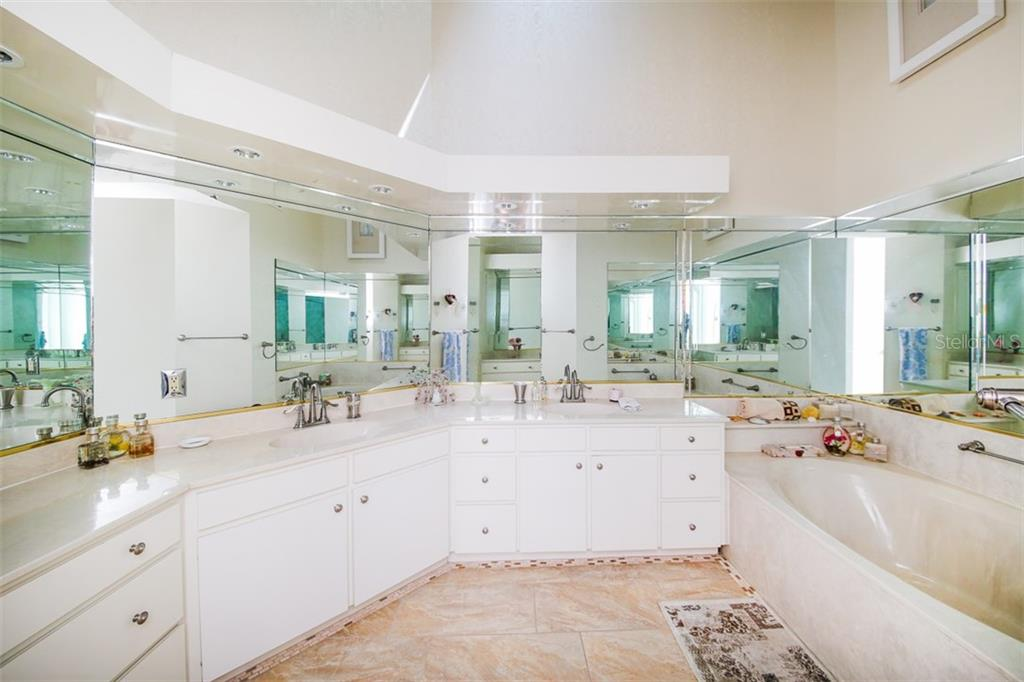 Master bathroom with Dual Sinks - Villa for sale at 4472 Calle Serena, Sarasota, FL 34238 - MLS Number is A4407721