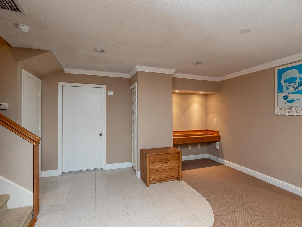 Built-in office nook - Condo for sale at 1912 Harbourside Dr #604, Longboat Key, FL 34228 - MLS Number is A4407777
