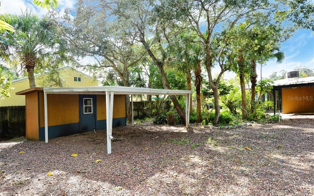 Single Family Home for sale at 5010 Commonwealth Dr, Sarasota, FL 34242 - MLS Number is A4408133