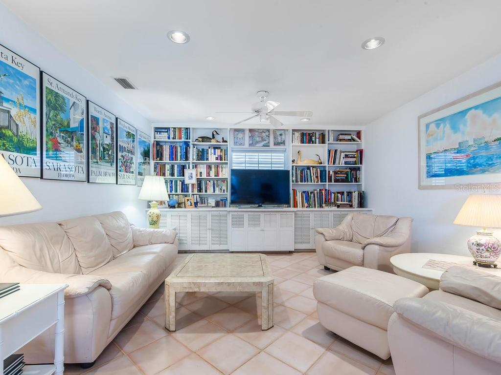 Great room - Single Family Home for sale at 422 Meadow Lark Dr, Sarasota, FL 34236 - MLS Number is A4410562
