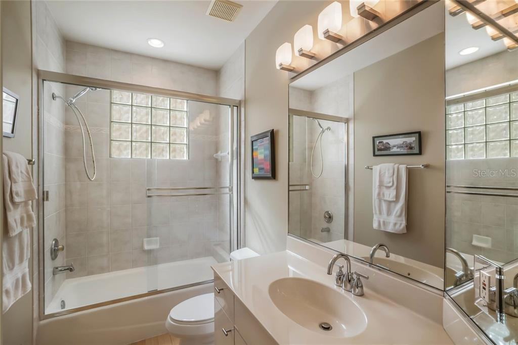 Guest Bath - Single Family Home for sale at 4929 Oxford Dr, Sarasota, FL 34242 - MLS Number is A4410964