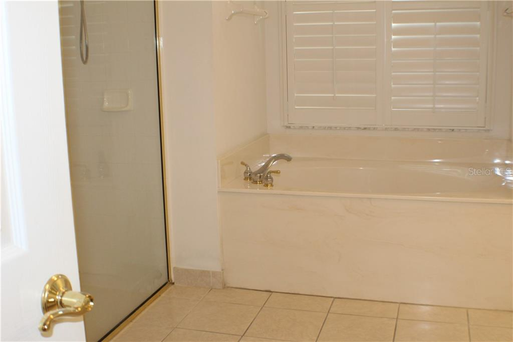 Separate tub and shower in the Master bath - Single Family Home for sale at 6584 41st Ct E, Sarasota, FL 34243 - MLS Number is A4411415