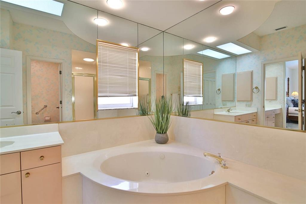 Serene bathing area. - Villa for sale at 7686 Calle Facil, Sarasota, FL 34238 - MLS Number is A4413755