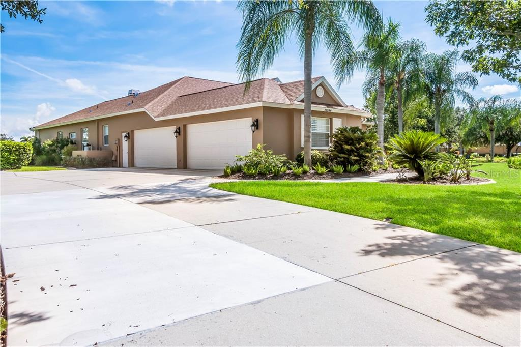 Single Family Home for sale at 10144 Cherry Hills Avenue Cir, Lakewood Ranch, FL 34202 - MLS Number is A4414687