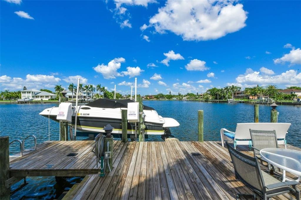 10ooo pound lift. - Single Family Home for sale at 1483 Tangier Way, Sarasota, FL 34239 - MLS Number is A4414757