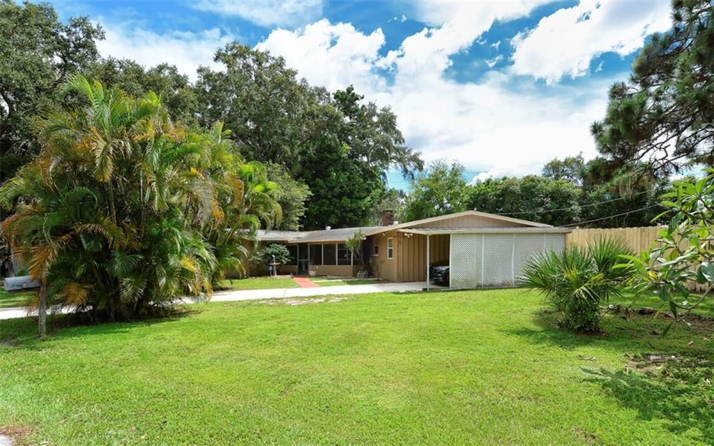 Single Family Home for sale at 2838 Williamsburg St, Sarasota, FL 34231 - MLS Number is A4415134