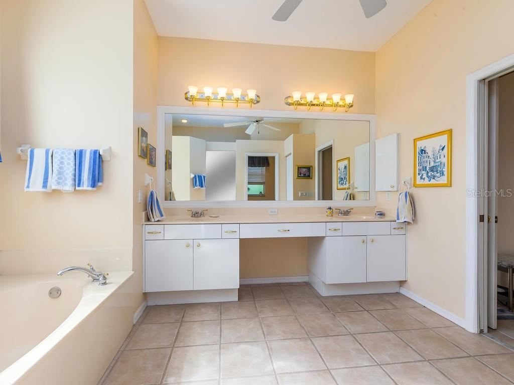 Single Family Home for sale at 304 Wild Pine Way, Venice, FL 34292 - MLS Number is A4415361