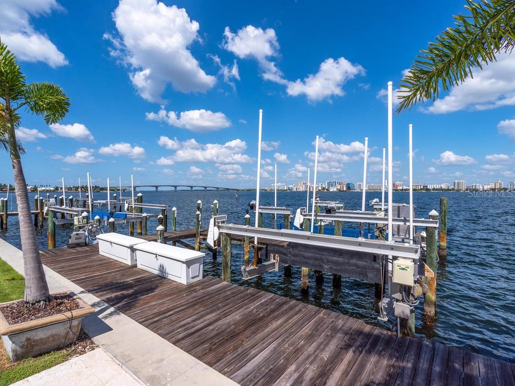 Dock with 3 boat lifts - Single Family Home for sale at 425 Meadow Lark Dr, Sarasota, FL 34236 - MLS Number is A4415655