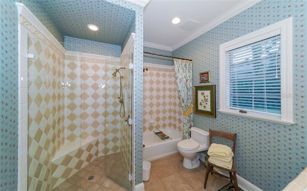 Guest House Bathroom 1 - Single Family Home for sale at 2829 Wilfred Reid Cir, Sarasota, FL 34240 - MLS Number is A4416091