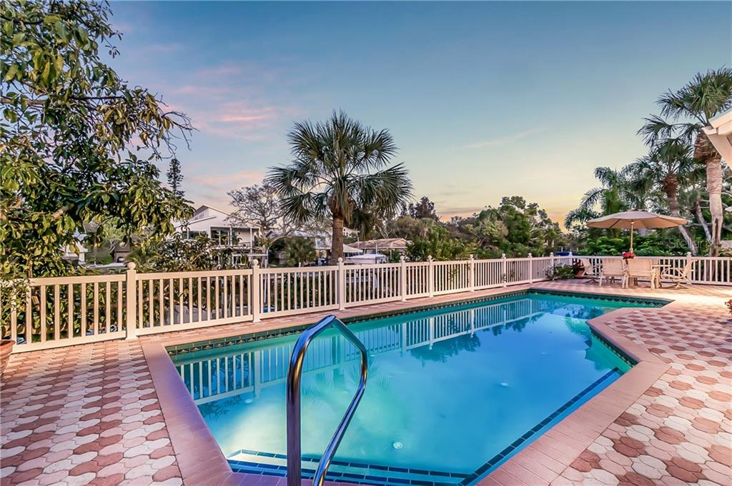 spacious pool area w/plenty of room for entertaining - Single Family Home for sale at 4963 Oxford Dr, Sarasota, FL 34242 - MLS Number is A4417783